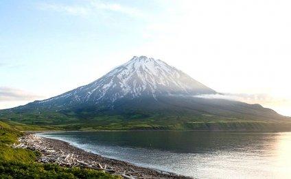 Действующий вулкан Фусса