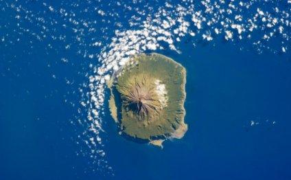 На фотографии остров