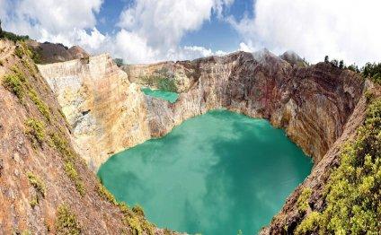 Вулканические озёра на острове