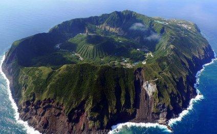 Вулканический остров Aogashima